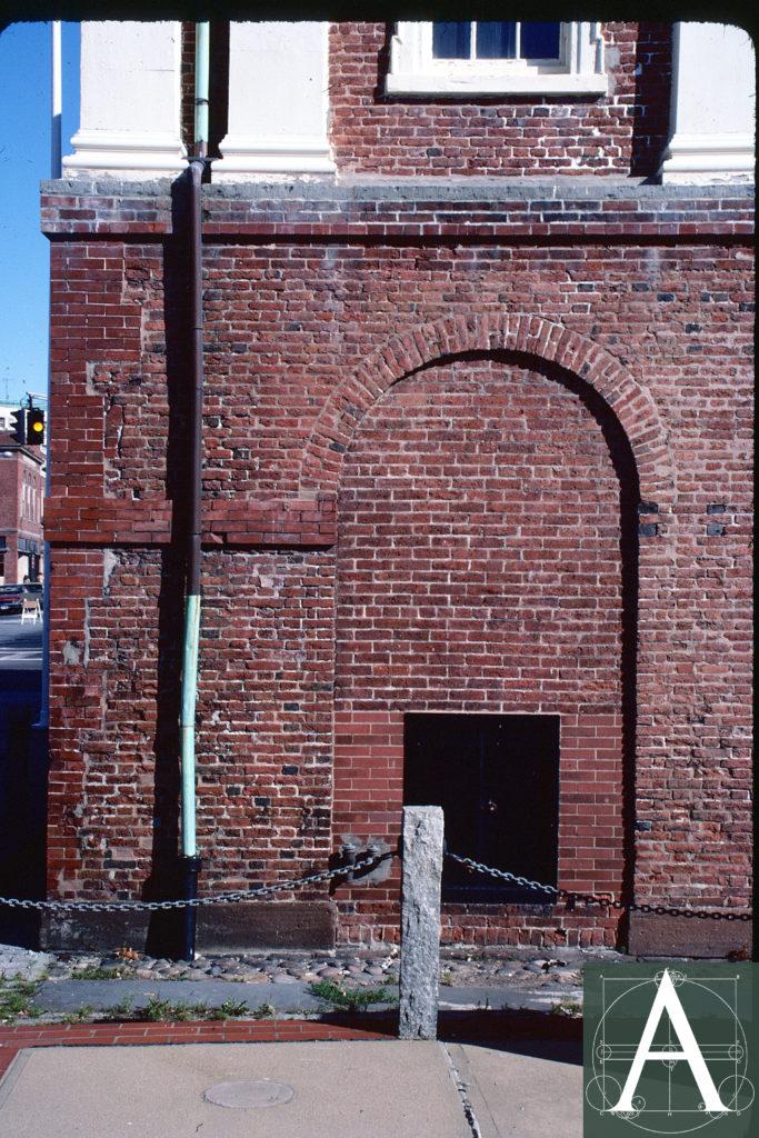 4-ri-npt-brick-mkt-damaged-brick-at-base-1982-view-copy